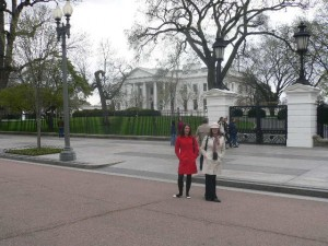 Ngaire and Lauren in front of the White House